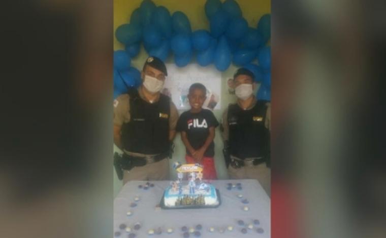 Polícia Militar realiza sonho de criança no dia de seu aniversário em Pedro Leopoldo