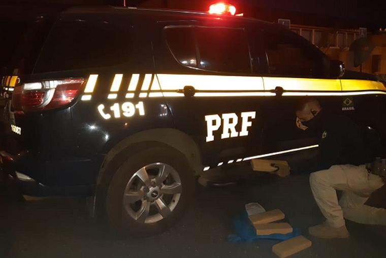 PRF prende motociclista com drogas na mochila durante fiscalização na BR-040 em Sete Lagoas