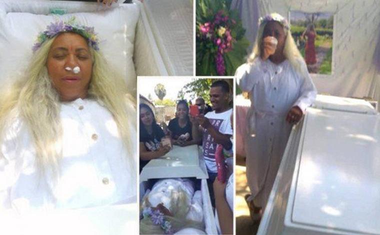 Mulher aluga caixão para ensaiar o próprio funeral e ver a reação de amigos durante cerimônia