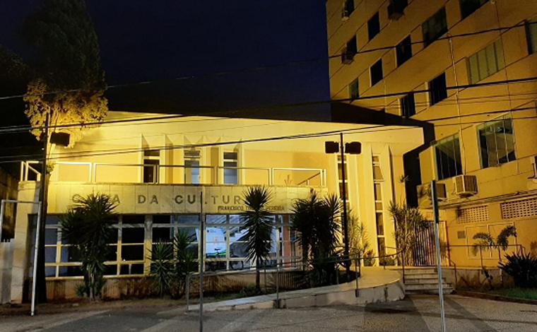 Casa da Cultura ganha iluminação especial em alusão ao Movimento Maio Amarelo