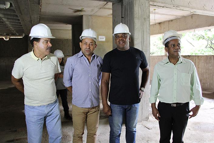 Vereadores constatam cronograma em dia nas obras do novo prédio da Câmara