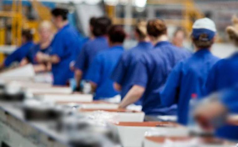 Multitécnica oferece vaga de emprego para Ajudante de Produção