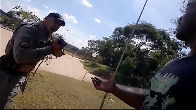 Vídeo - Abordagem policial violenta a Youtuber negro gera revolta na internet