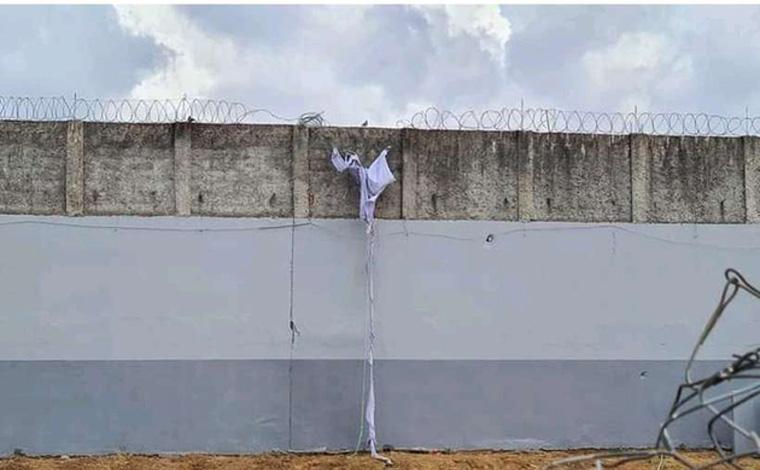 Vinte detentos fogem de presídio em Minas