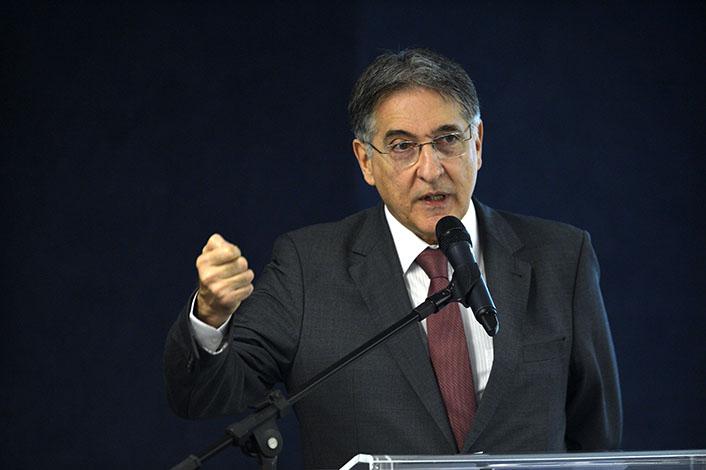Pimentel pede autorização à ALMG para decretar calamidade financeira