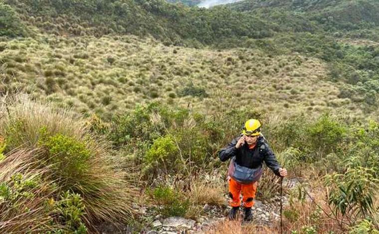 Bombeiros resgatam homem que passou 48h perdido em mata da Serra Fina no Sul de Minas