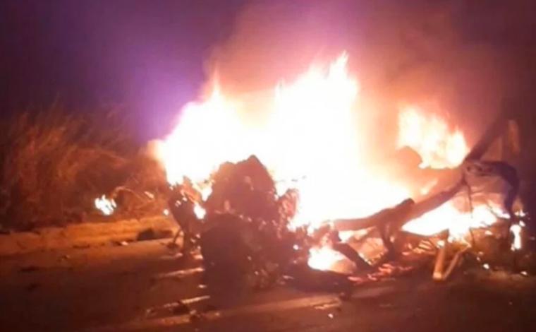 Duas pessoas morrem em grave acidente entre carro e caminhão na BR-381