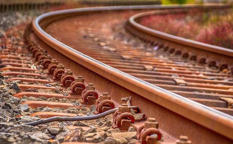 Menina de 12 anos morre após ser atropelada por trem no interior de Minas