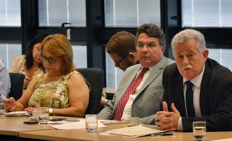 Em calamidade financeira, Governo de Minas anuncia pagamento de 13º