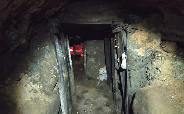 Túnel de pelo menos 40 metros é descoberto próximo à agências bancárias em Minas Gerais